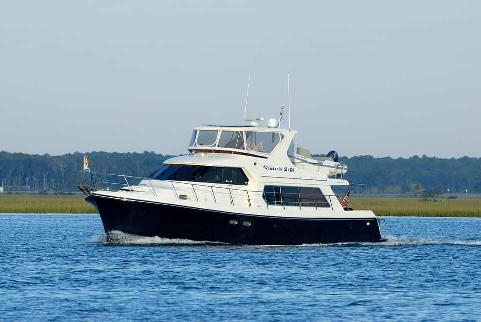 preparing a yacht for transportation